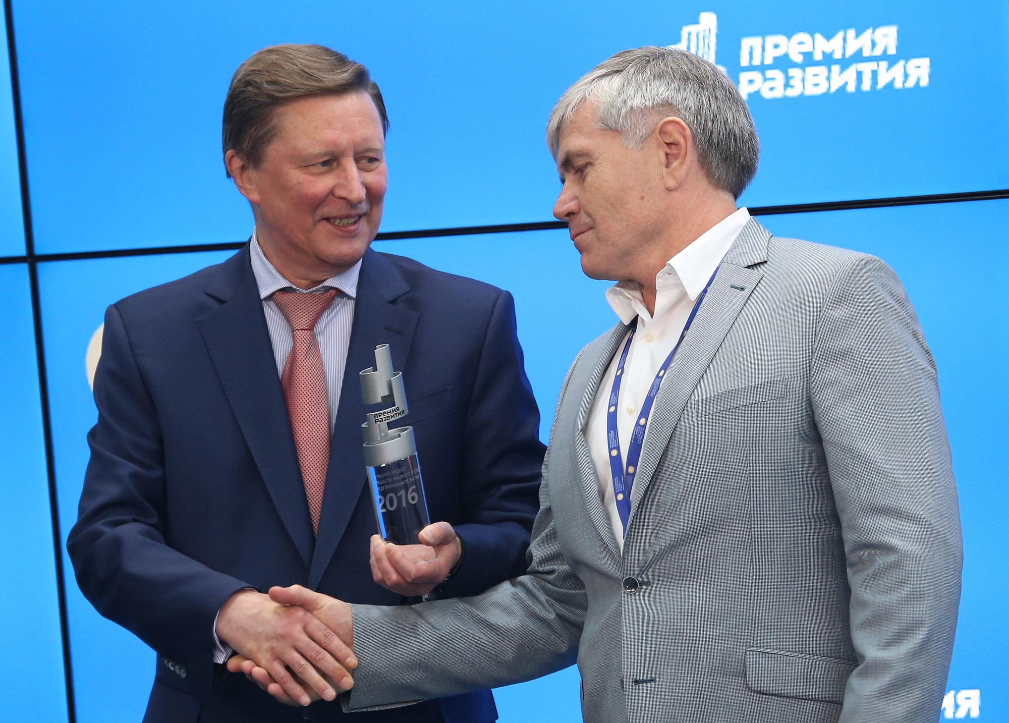 Руководитель администрации президента РФ С. Иванов и генеральный директор Цитомед А. Хромов