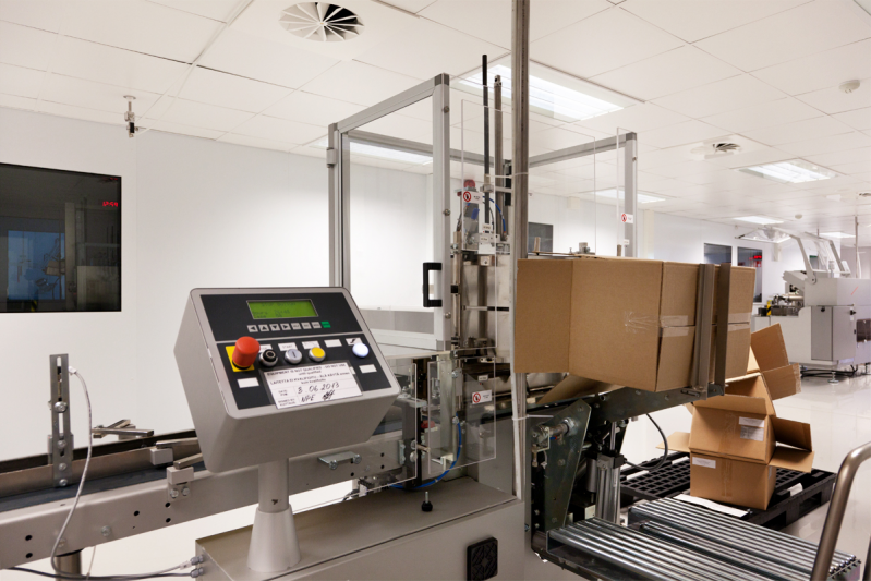Упаковочная машина для упаковки продукции в короб