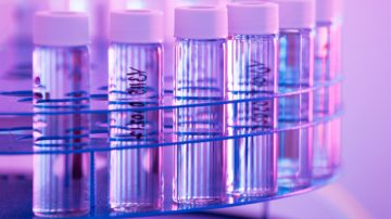 <b>В лаборатории отдела контроля качества завода Cytomed OY (Лаппеэнранта, Финляндия)</b>