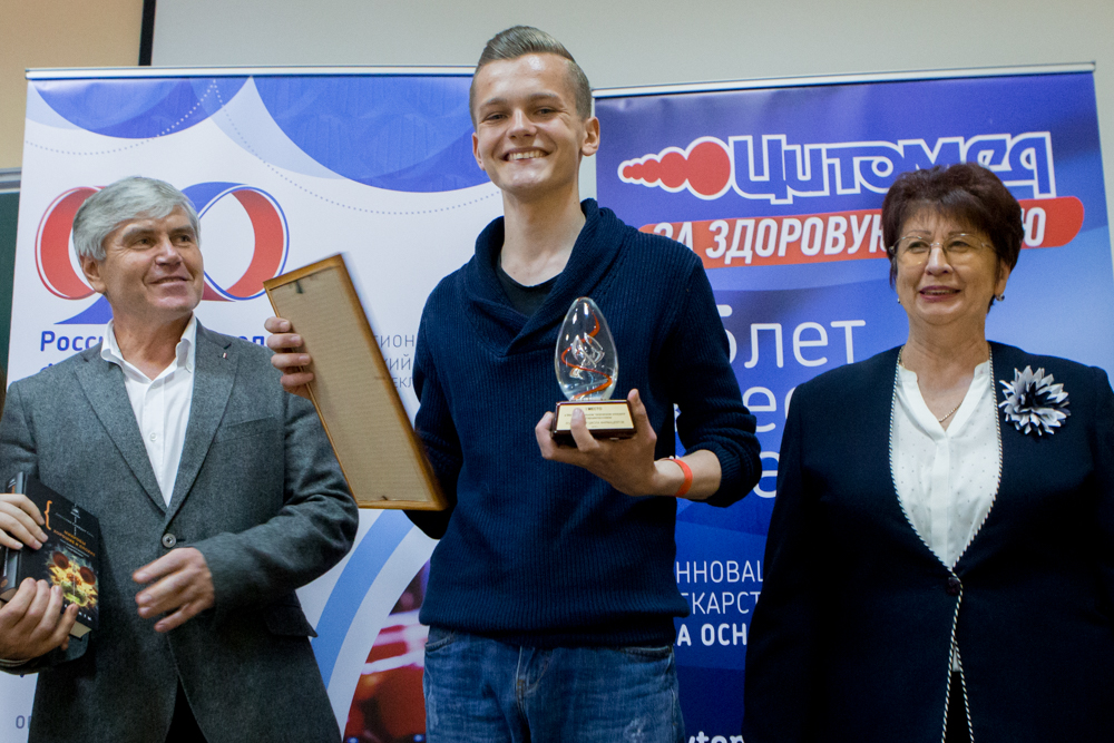 Награжление победителя РШФ (1 место) - Николая Рядинского из МБОУ Лицей №10 (г.Белгород)
