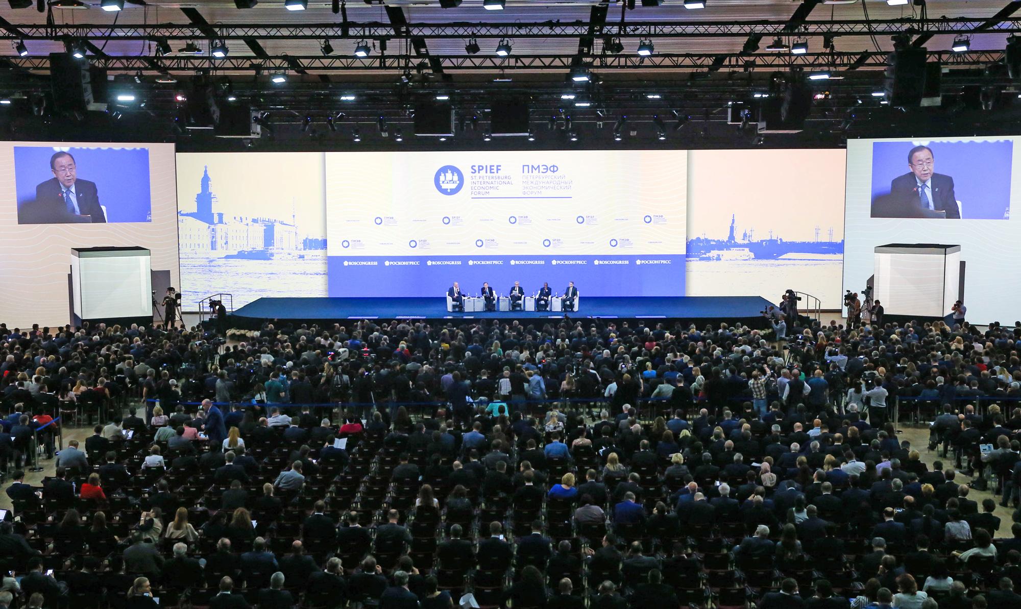 Во время торжественного открытия XX Петербургского международного экономического форума