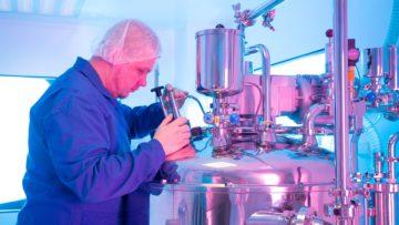 <b>Приготовление суппозиторной массы</b><br> <span>Контроль процесса через смотровое окошко реактора</span>