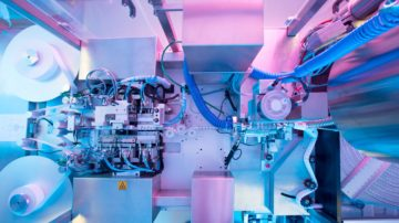 Формовка контурной ячейковой упаковки и расфасовка суппозиторной массы. Авт. линия производства суппозиториев: SAAS 6 (Sarong,Италия)