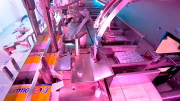 <b>Упаковка блистеров вместе с аннотацией в пачки</b><br> <span>Автоматическая блистерно-картонажная линия (CAM, Италия)</span>