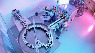 <b>Накопительный стол, этикетировочная система</b><br><span>Автоматическая этикетировочная и упаковочная линия: TR-1000 (CAM, Италия), ETI1 PHARMA (Etipack, Италия), MA255 (MARCHESINI GROUP S.p.A, Италия)</span>